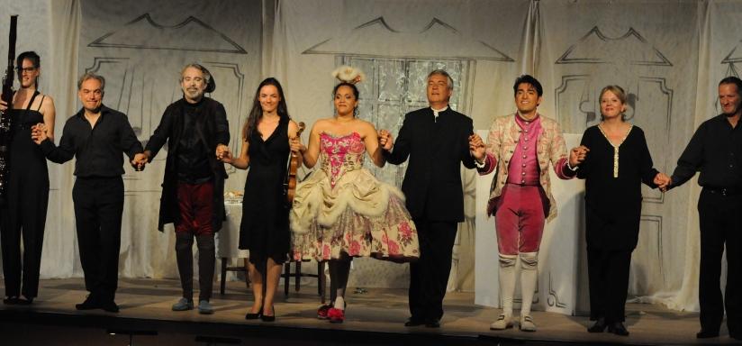 Toute la troupe autour d'Yves Coudray, metteur en scène, et Philippe Hui, Direction musicale